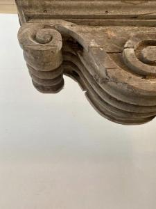 Étagères en bois antiques