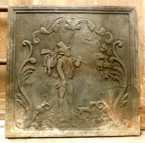 p198 plaque de fonte avec un chasseur du 19ème siècle, mis. 60 x 60 cm