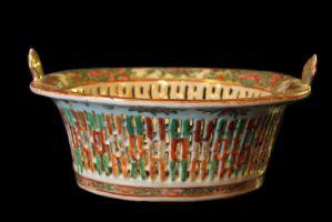Porcelaine pièce maîtresse. Chine, Canton, début du XIXe siècle.
