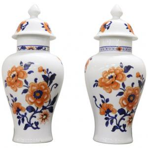 Paire de vases orientaux en porcelaine peints à la main Chine sec. XX PRIX NÉGOCIABLE