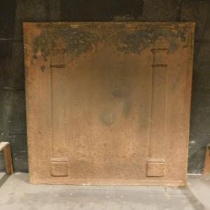 p16 - grande plaque en fonte avec colonnes, taille cm 67 xh 67