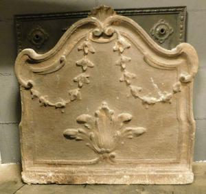 p022 - plaque en fonte avec feuille centrale et festons, taille cm 61 xh 61