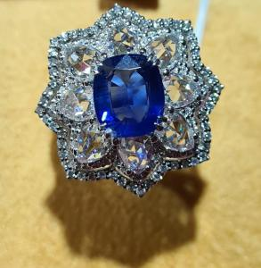 Importante bague or 18kt Saphir 2.58 Ct Diamants 2.04 Ct