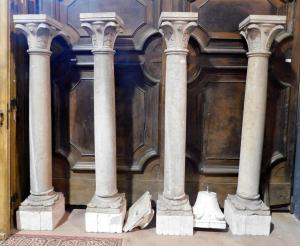 dars278 n. 4 colonnes en pierre Botticino avec bases et chapiteaux h 183 cm tot.