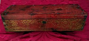 Boîte birmane en bois laqué et doré.
