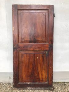 Porte peinte en faux bois