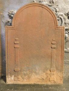 p228 - plaque en fonte avec colonnes, taille cm l 50 xh 68