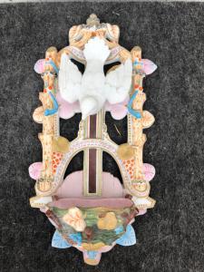 Bénitier en biscuit ajouré en porcelaine à motifs d'oiseaux et de fleurs art nouveau France.