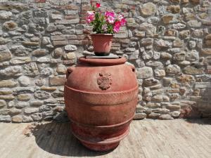 Important pot en terre cuite avec armoiries Fam.Ricceri daté 1834