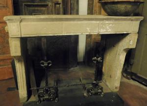 chp303 - Cheminée en pierre de Bourgogne, cm l 156 xh 116