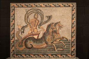 dars412 - mosaïque en pierre de couleur représentant Poséidon, cm l 135 xh 117