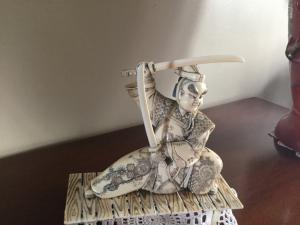 Statue orientale en céramique