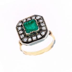 Anello in oro giallo e argento con smeraldo e diamanti
