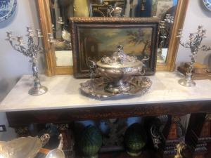 Paire de candélabres de style néoclassique en argent 800