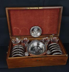 Set da 12 sottobicchieri 4 sottobottiglie 4 saliere e 4 tappi da bottiglia in argento punzone Croce Mauriziana Regno di Sardegna, metà XIX sec..