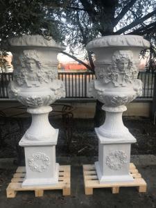 Vases en marbre 45x45x180h