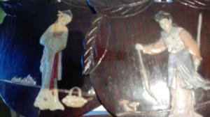 couple de petits panneaux avec des incrustations dans des pierres dures d'ivoire