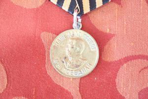 Médaille de collection dans la victoire de Staline en laiton sur l'Allemagne 1941/1945 euro 25