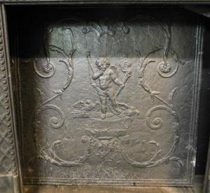 p12 - plaque en fonte avec Cupidon, mesure cm l 73 xh 73