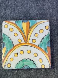 Carrelage en majolique ou décoration florale stylisée, Altagirone, Sicile.