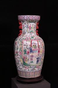 Grand vase en porcelaine, Chine, XXe siècle