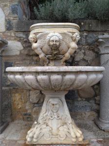 Fontaine en marbre Botticino
