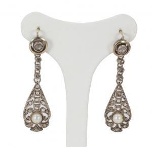 Boucles d'oreilles Liberty et or avec rosettes de diamants et de perles