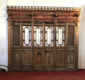 Mur avec trois portes