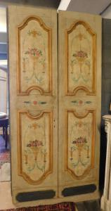 pts744 - n. 2 portes laquées avec panneaux peints, cm l 114/118 xh 236/242