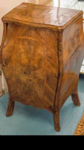 Fabuleux meuble en bois de noyer et loupe de noyer déplacé à l'avant et sur les côtés LOMBARDIA XVIII SIECLE