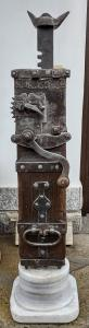 Magnifique cric en châtaignier et fer daté 1870