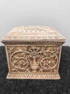 Boîte en terre cuite à décor art nouveau floral et géométrique.Fabrication de Signa.Toscane.
