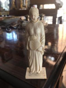 Petite sculpture en ivoire