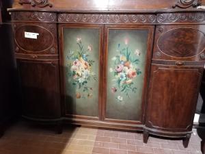 Buffet anglais 4 portes avec deux panneaux peints