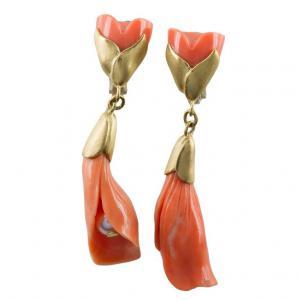 Boucles d'oreilles - sculpture avec corail et perle