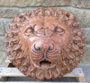 Grandiosa Bocca da Fontana - 66 cm x 58 cm - Marmo rosso antico - xx secolo - Venezia