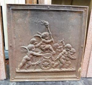 p04 - assiette avec des anges sur le chariot, mesure cm l 45 xh 45