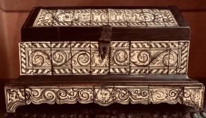 Coffret plaqué ébène et os, XIXe siècle