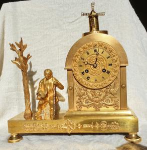 Horloge debout avec automate