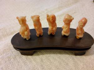 Cinq figurines de corail chinois