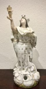 Théière Veilleuse en porcelaine. Sur figure de Père Noël tenant un livre et un bénitier.Modèle Jacob Petit.France.