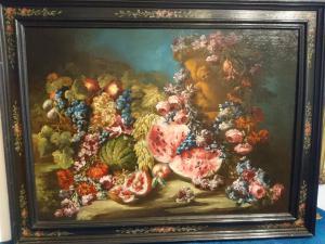 Jardin de fleurs, vase en terre cuite avec putto en relief, fruit, pastèque, citrouille et grenade