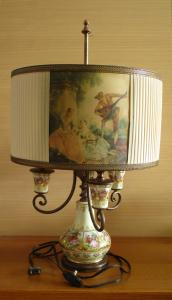 LAMPE DE TABLE ANTIQUE EN BRONZE ET PORCELAINE