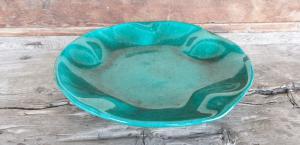 Assiette en céramique verte toscane signée