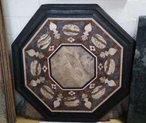 Dessus en marbre polychrome