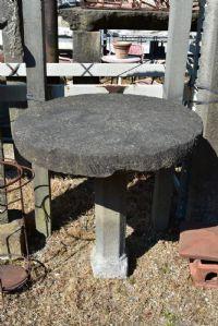 Tavolino in pietra