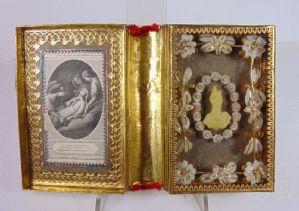 Format reliquaire français du livre avec de la broderie. End '800