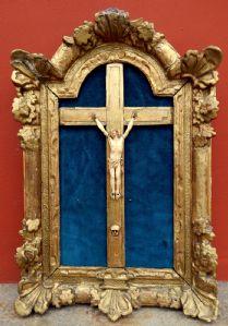 Christ en ivoire encadrée