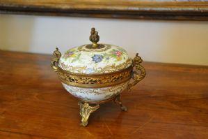 Boîte en porcelaine et métal doré