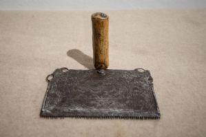 Ancien outil de cardage en fer fin 17ème siècle